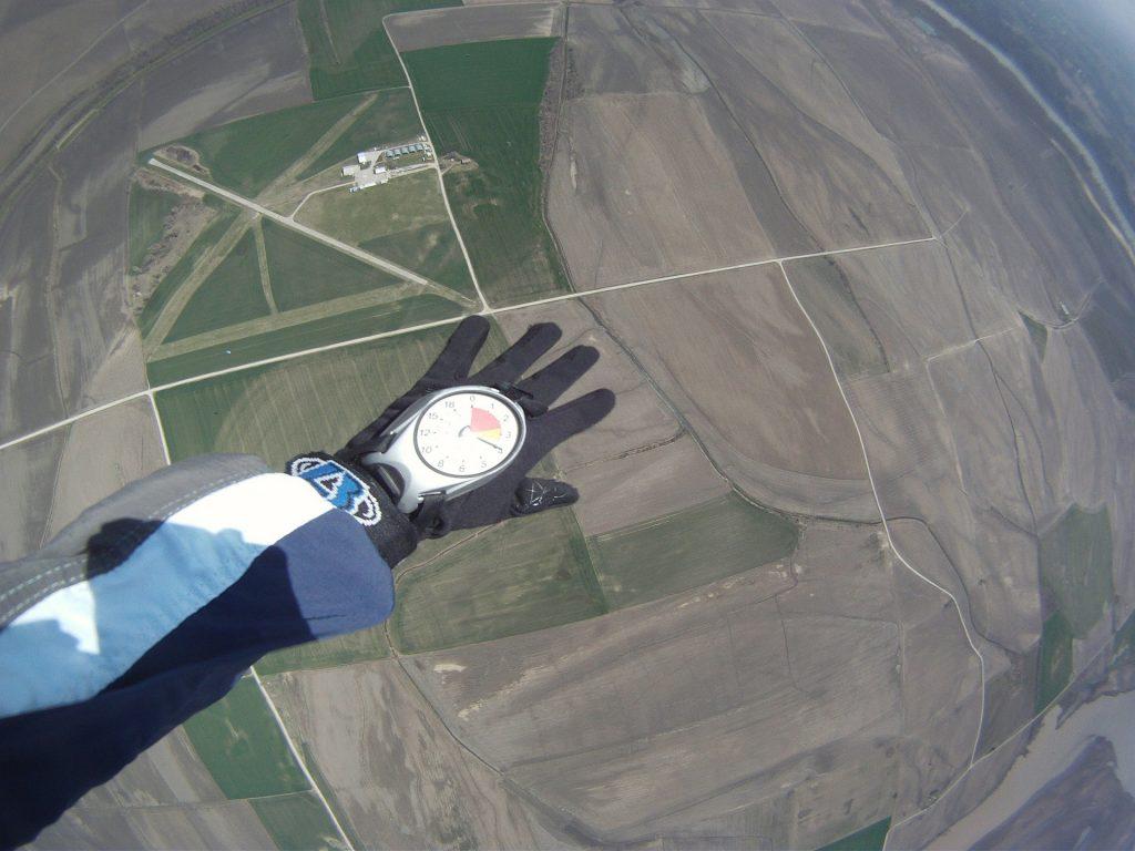 skydiving-270141_1920